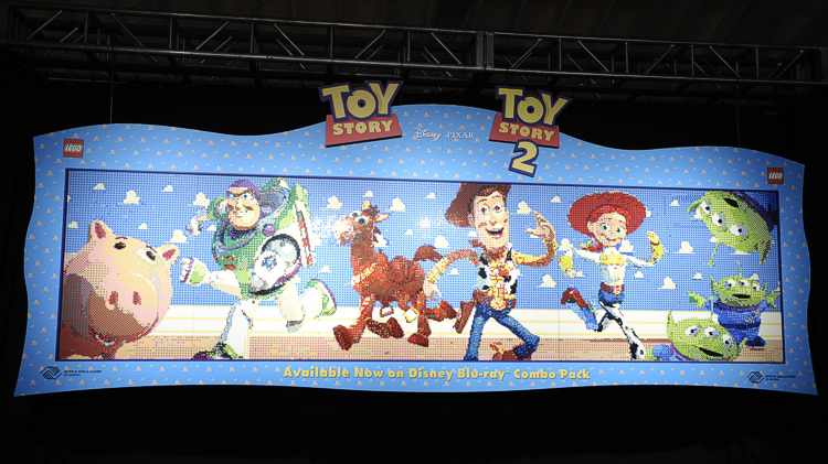 Toy story lego mural celebrates blu ray releases animated views - Lecteur blu ray mural ...