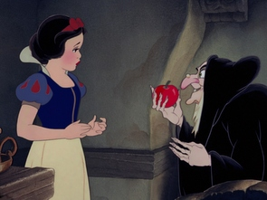 Snow White Witch Apple-001